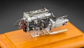 M-133Aston Martin DB4 GT 1961 Motor mit Vitrine, 1:18 CMC    - Bild vergrößern