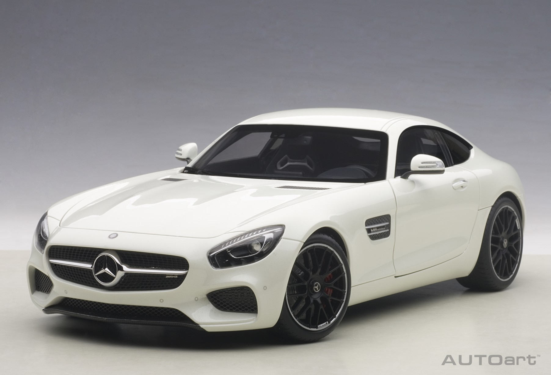 76311 mercedes benz amg gt s weiss 1 18 autoart nur eur. Black Bedroom Furniture Sets. Home Design Ideas